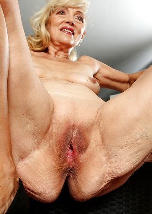 Granny Shaved Pussy Porn Pics
