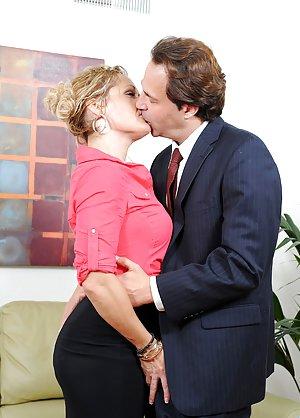 Granny Kissing Porn Pics