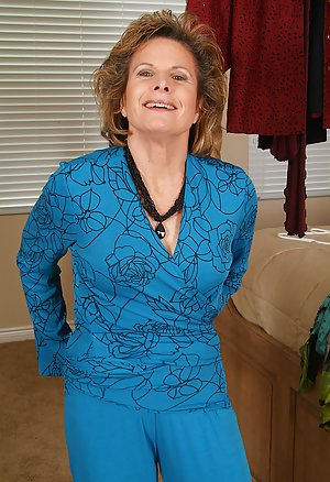 Granny Housewife Porn Pics