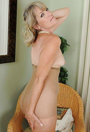 Granny Pantyhose Porn Pics