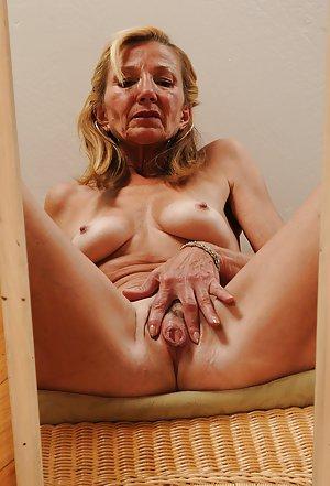 Granny Pussy Spread Porn Pics