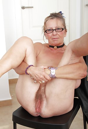 Love watching mature hairy and cuming brandy