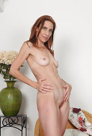 Granny Shaved Pussy Porn Pics