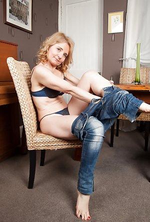 Granny in Jeans Porn Pics