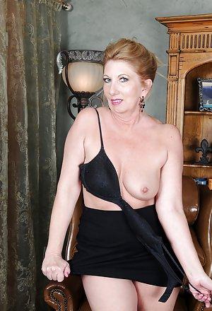 Granny Upskirt Porn Pics