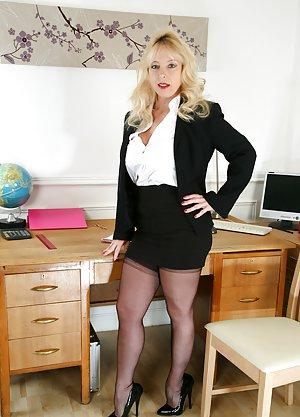 Granny Skirt Porn Pics