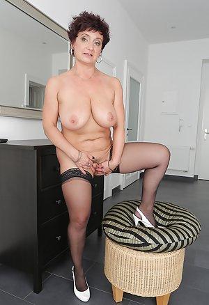 Sexy Granny Legs Porn Pics