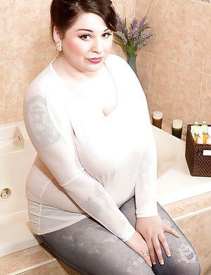 Granny in Bath Porn Pics