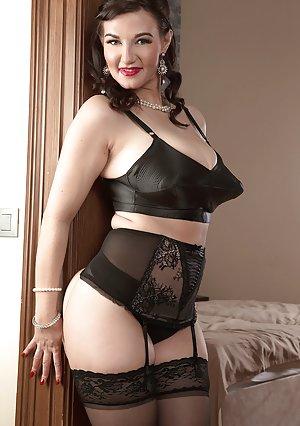 Granny Lingerie Porn Pics