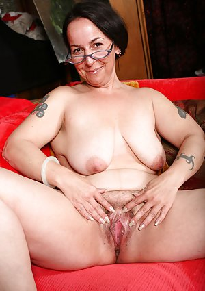 Mature Babe Porn Pics