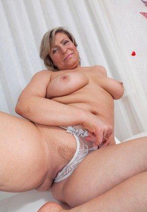 Stepmom Porn Pics
